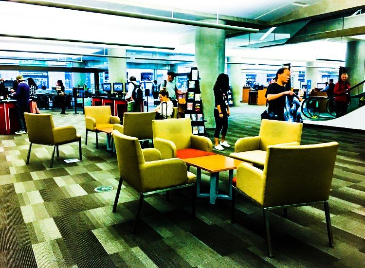 図書館内に設置された椅子