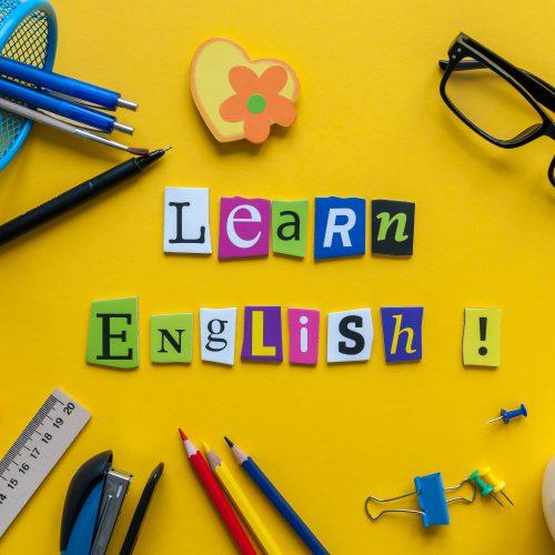 「英語を勉強しよう」と書かれた絵